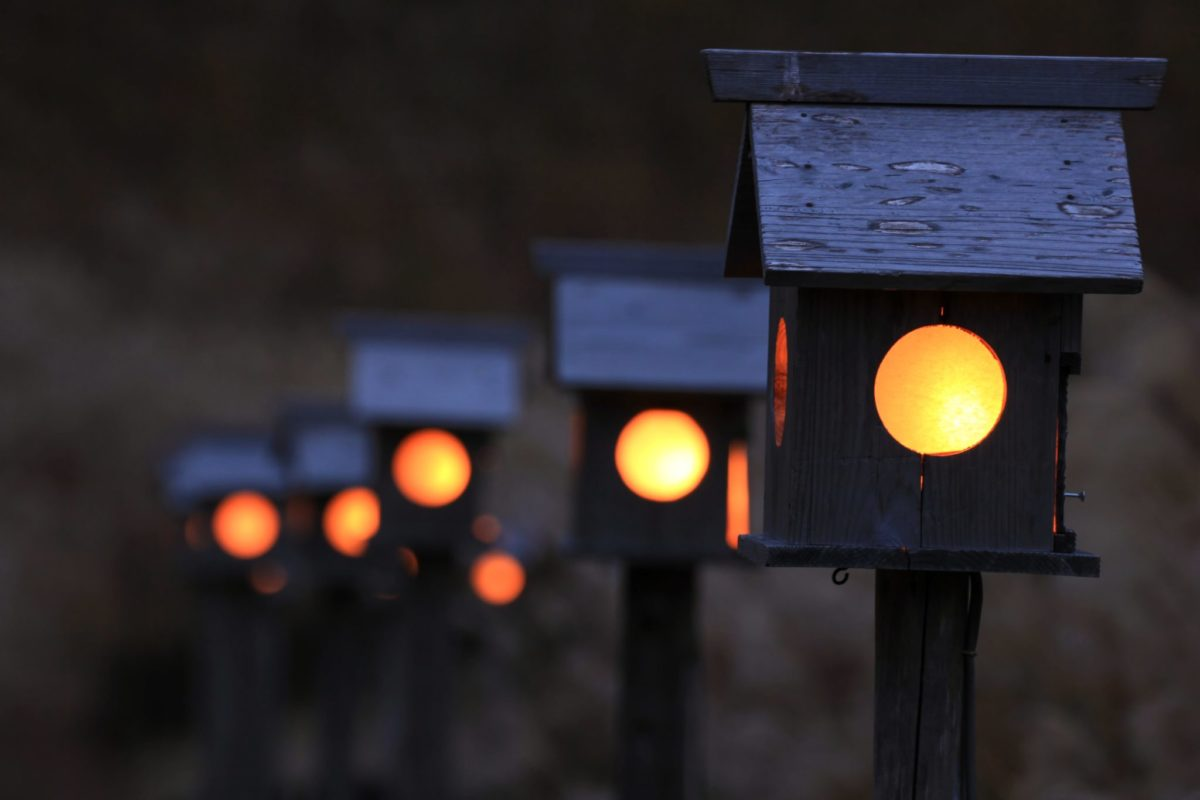 夕時の灯篭